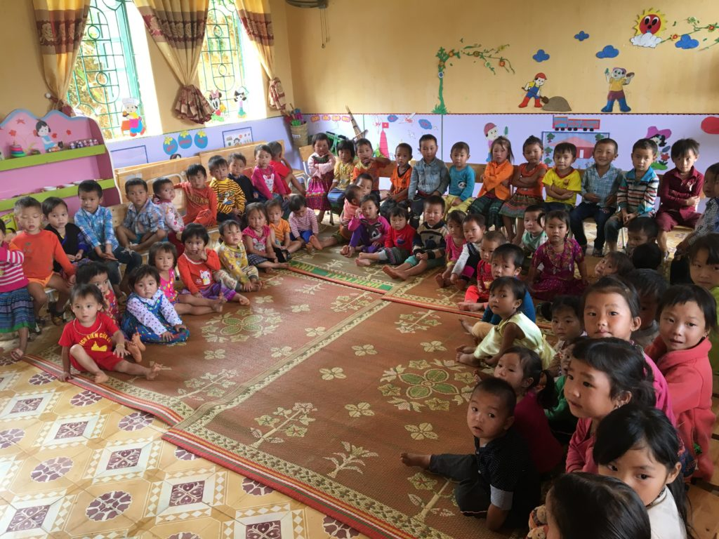 Yên Bái のMù Cang Chảiの子供たち
